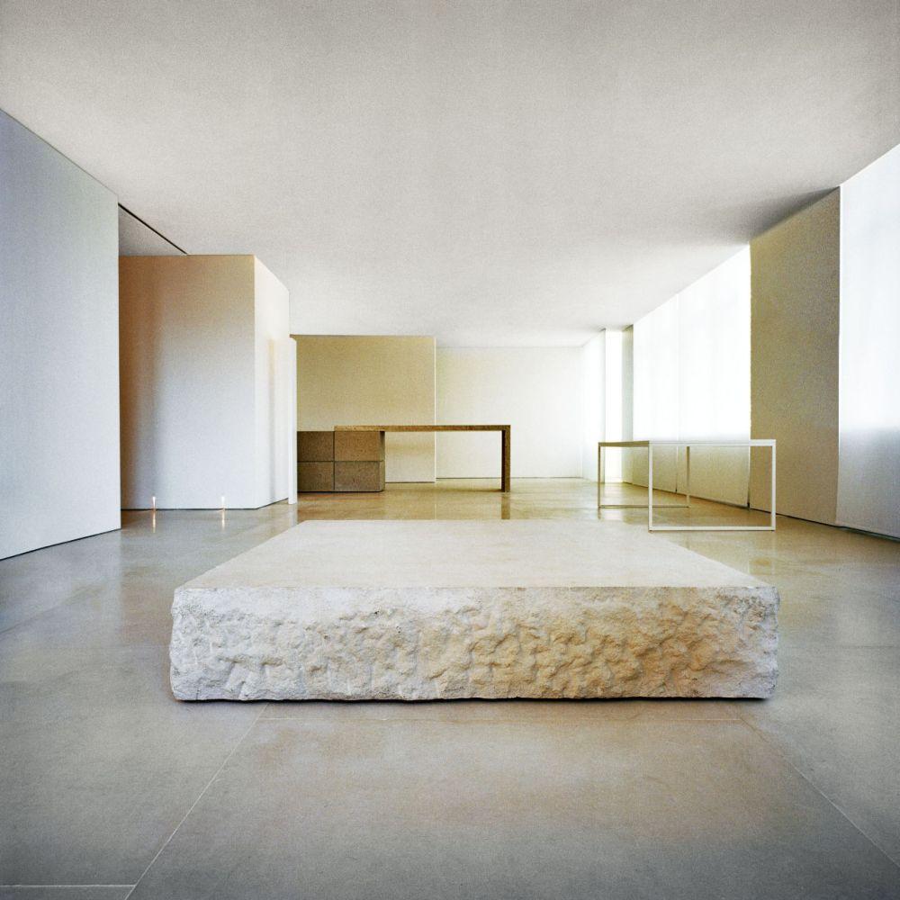 gallery-1446577424-hbz-kanye-west-loft-inspo-06